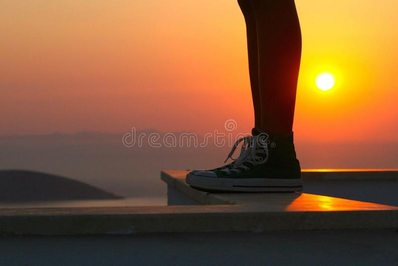 Sonnenuntergang und Schuhe stockbilder