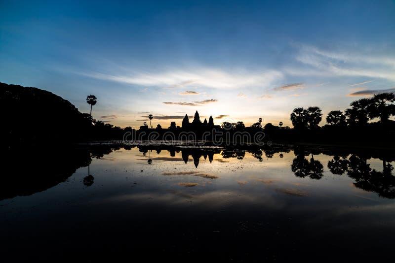 Sonnenuntergang und Tempel lizenzfreies stockfoto