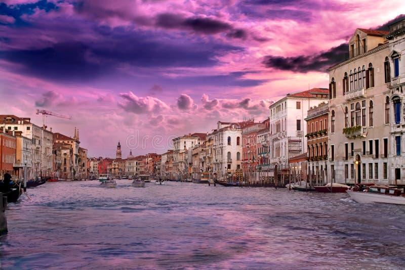 Sonnenuntergang in Venedig im Vanillehimmel lizenzfreies stockfoto