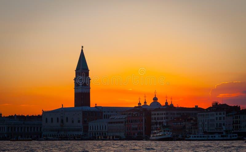 Sonnenuntergang in Venedig, Italien stockfotos