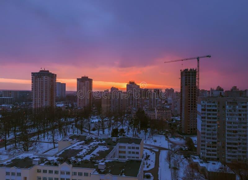 Sonnenuntergang vom Dach lizenzfreie stockfotos