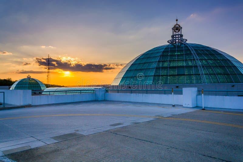 Sonnenuntergang vom Dach des Parkhauses in der Towson-Stadtmitte lizenzfreies stockfoto