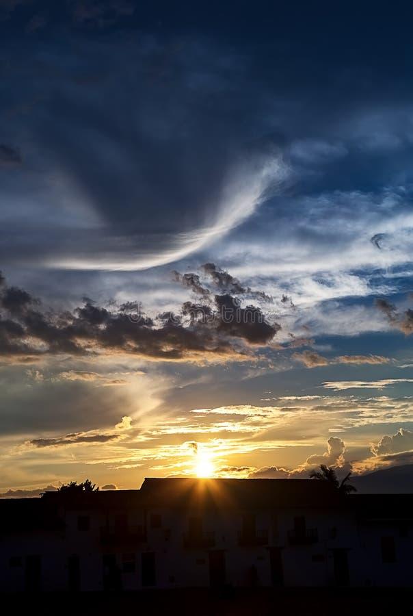 Sonnenuntergang vom Hauptplatz lizenzfreie stockbilder