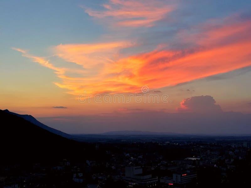 Sonnenuntergang vom Hoch lizenzfreie stockbilder