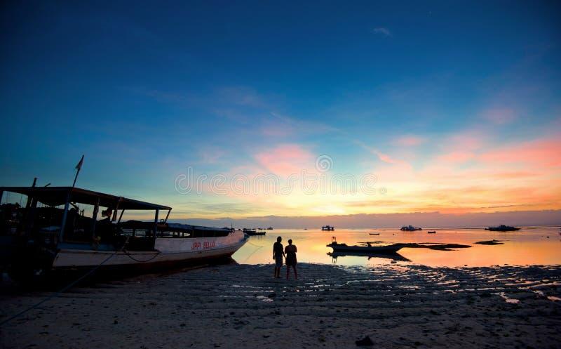 Sonnenuntergang von Lembongan-Insel (Bali-Insel) lizenzfreie stockfotos