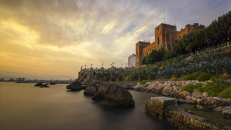 Sonnenuntergang von Taranto lizenzfreie stockbilder