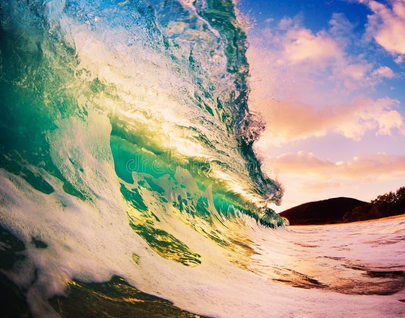 Sonnenuntergang-Welle lizenzfreie stockbilder