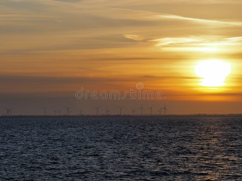 Sonnenuntergang in Wilhelmshaven stockfotos