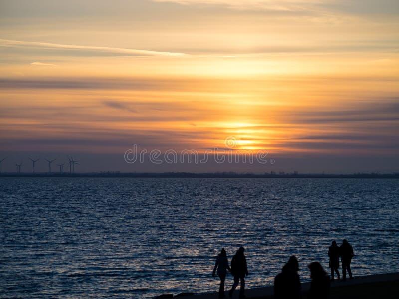 Sonnenuntergang in Wilhelmshaven stockbild