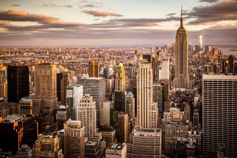 Sonnenuntergangansicht über New- York Cityskyline lizenzfreies stockfoto