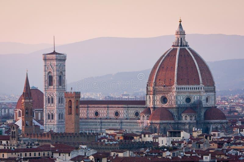 Sonnenuntergangansicht der Duomokathedrale in Florenz, Italien stockbild