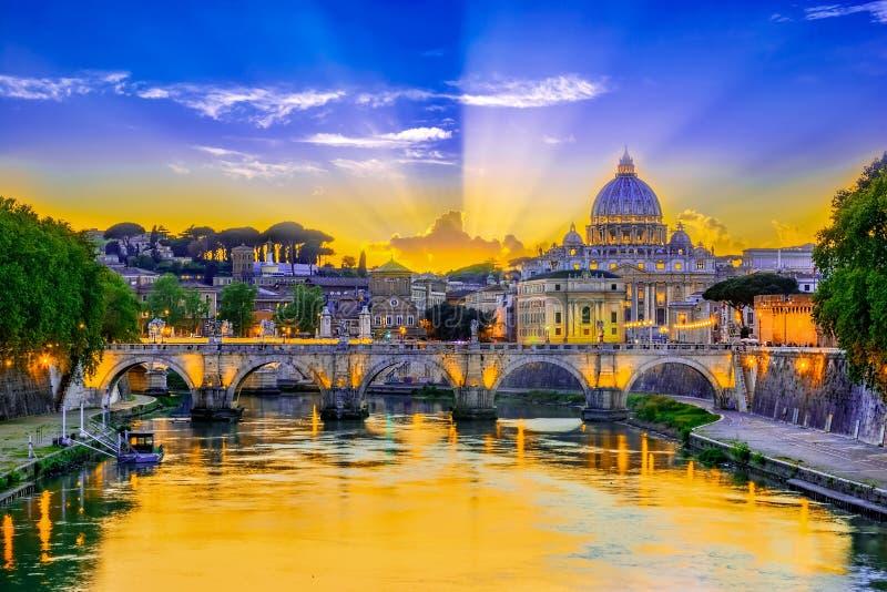 Sonnenuntergangansicht der Vatikanstadt, Rom, Italien lizenzfreie stockfotografie