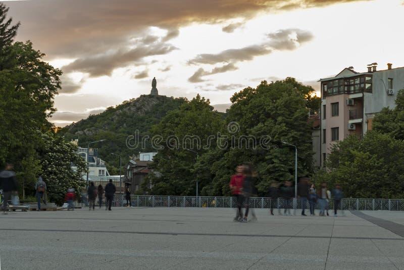 Sonnenuntergangansicht des Monuments zur sowjetischen Armee wissen als Alyosha in der Stadt von Plowdiw, Bulgarien lizenzfreies stockbild