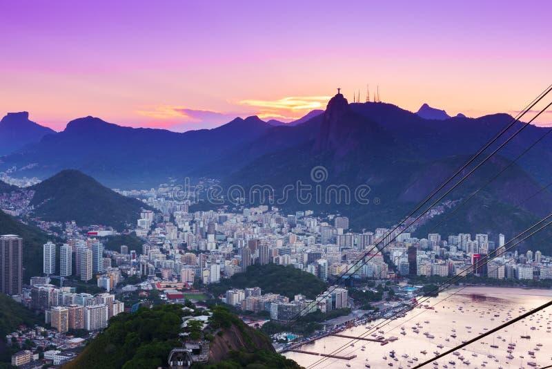 Sonnenuntergangansicht von Corcovado und von Botafogo in Rio de Janeiro lizenzfreie stockfotografie
