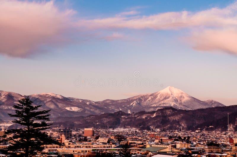 Sonnenuntergangansicht von Stadt Aizu Wakamatsu vom Luftwinkel lizenzfreies stockfoto