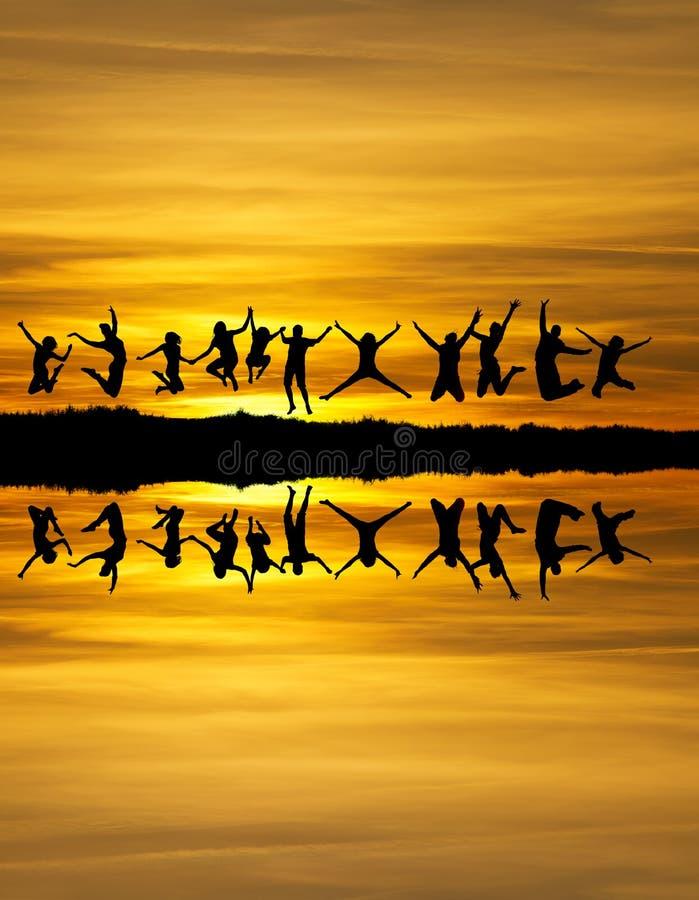 Sonnenuntergangfreunde lizenzfreie stockfotos