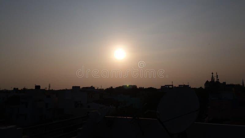 Sonnenunterganggebäudeansicht lizenzfreies stockbild