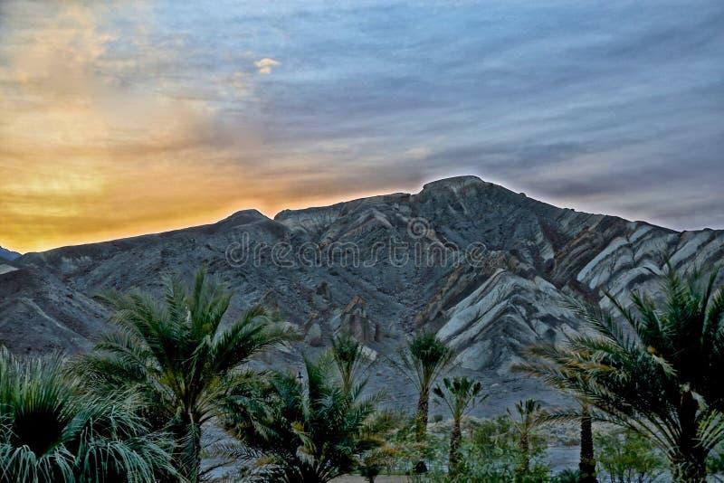 Sonnenunterganggebirgspalmen Death Valley stockfoto