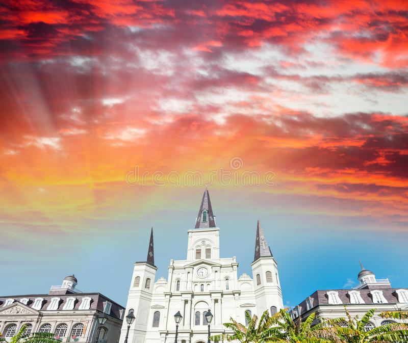 Sonnenunterganghimmel über Jackson Square in New Orleans, Louisiana stockbild