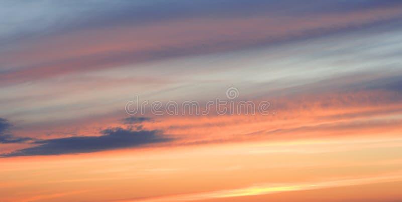 Sonnenunterganghimmel lizenzfreies stockfoto