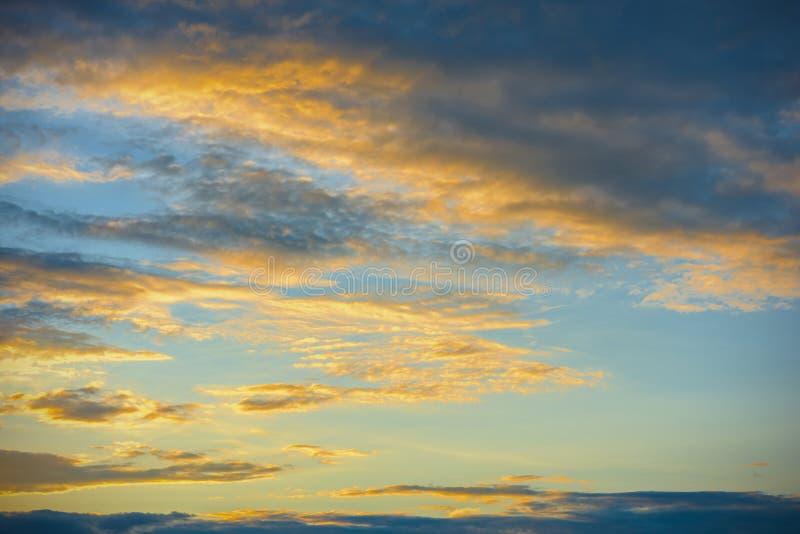 Sonnenunterganghimmelhintergrund stockfoto