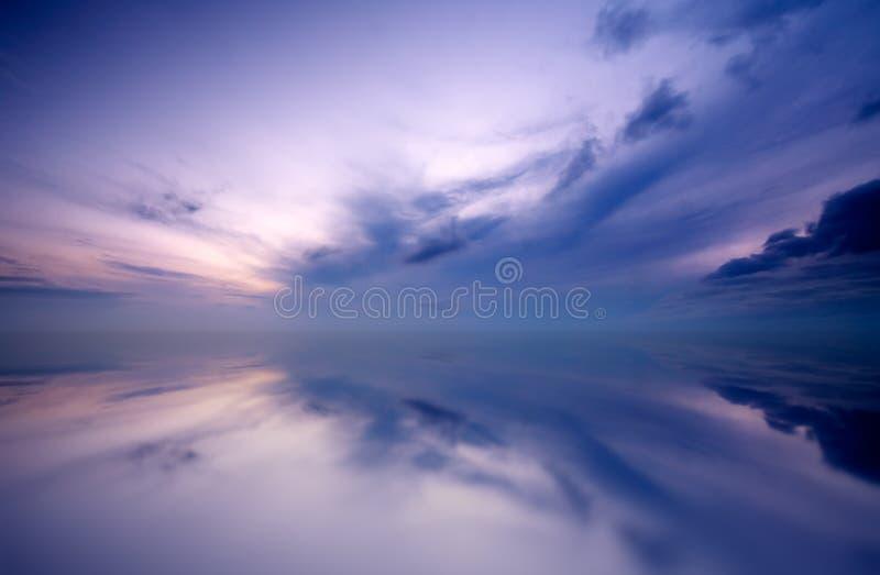 Sonnenunterganghintergrund lizenzfreies stockfoto