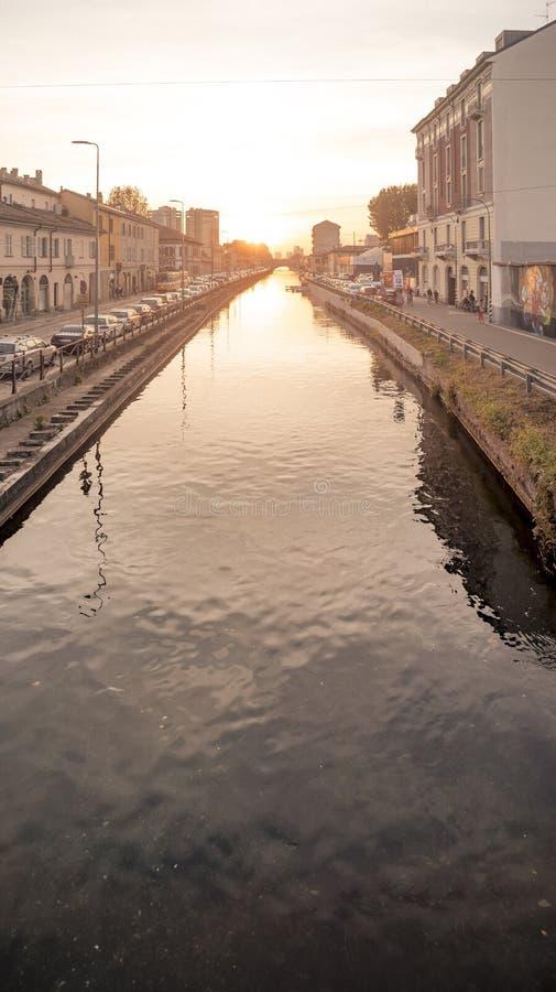 Sonnenunterganglicht über großem Bezirk Naviglio in Milan Italy lizenzfreie stockbilder