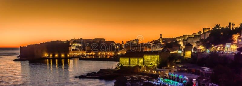 Sonnenuntergangpanorama alter Stadt Dubrovniks, Europa stockfotografie