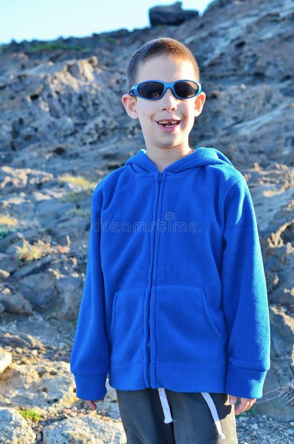 Sonnenuntergangporträt eines Jungen mit 8-Jährigen stockbilder