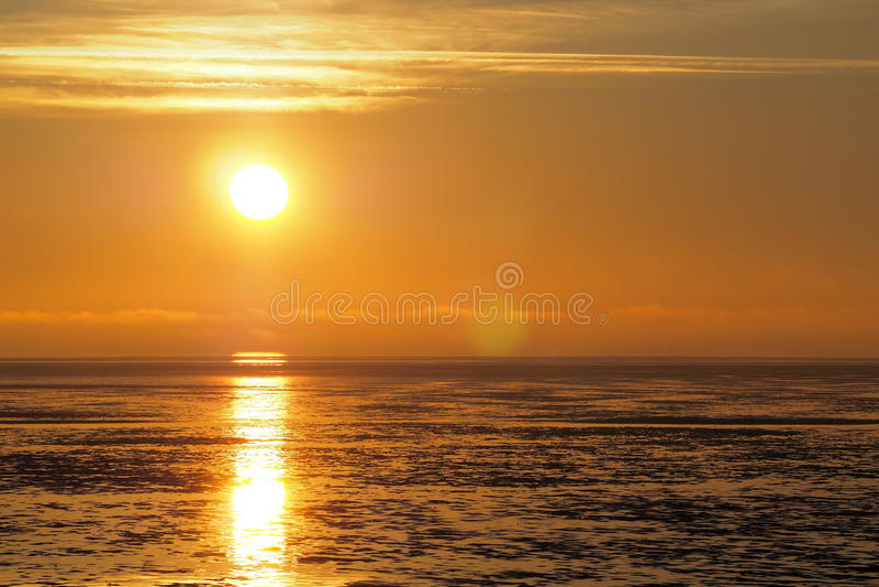 Sonnenuntergangreflektieren des Wassers stockbild