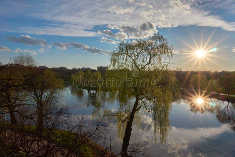 Sonnenuntergangreflexionen lizenzfreies stockbild