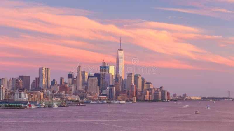 Sonnenuntergangskyline-Panoramaansicht New York City Midtown Manhattan über Hudson River lizenzfreie stockfotografie
