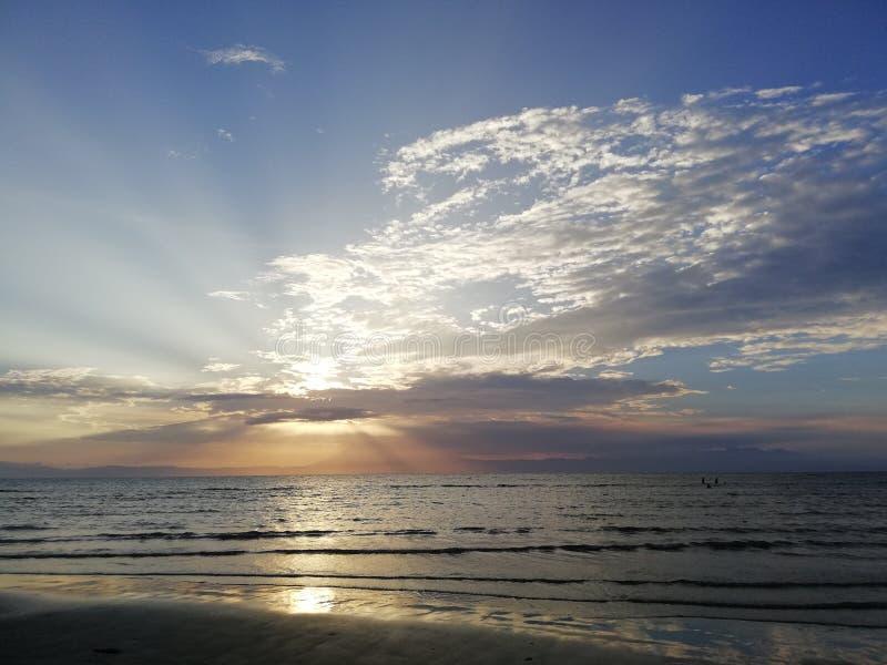 Sonnenuntergangstrahlen stockfotografie