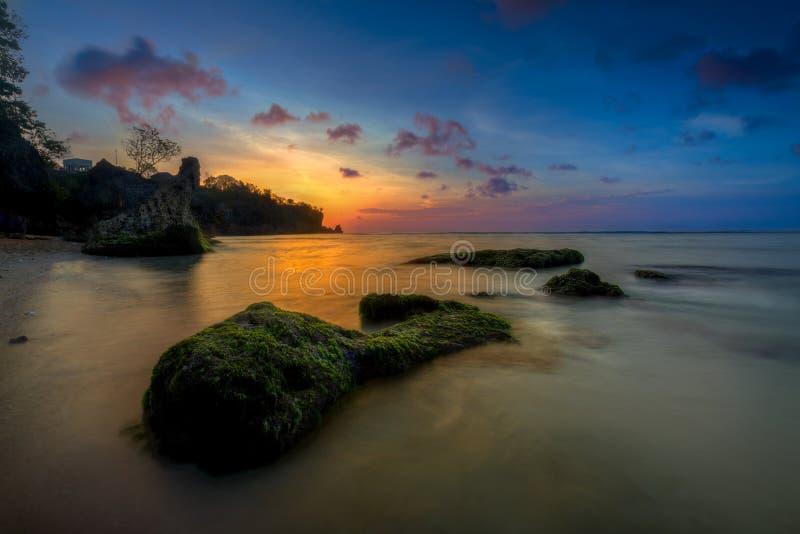 Sonnenuntergangstrand in Bali lizenzfreies stockbild