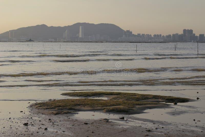Sonnenuntergangstrand in NaI Hong Kong ha PAK stockfotos