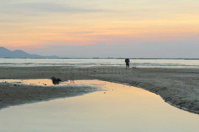 Sonnenuntergangstrand in NaI Hongs Kong ha PAK lizenzfreie stockfotografie