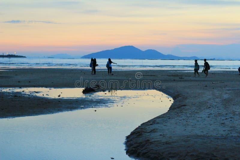 Sonnenuntergangstrand in NaI Hongs Kong ha PAK stockbild
