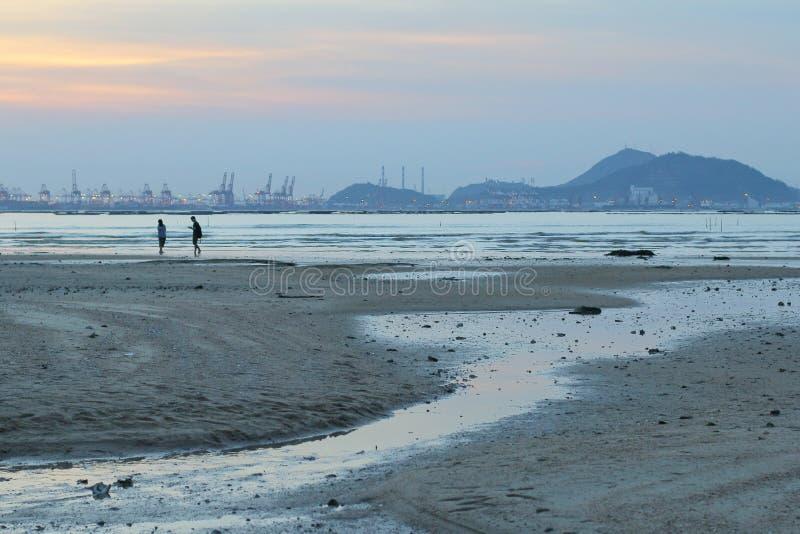 Sonnenuntergangstrand in NaI Hongs Kong ha PAK lizenzfreie stockfotos