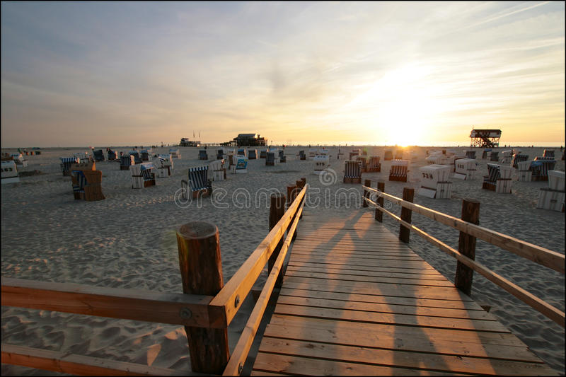 Sonnenuntergangstrand St. Peter-Ording stockfotos