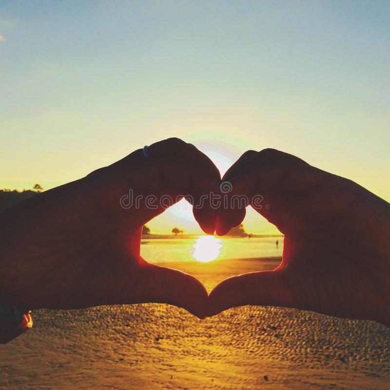 Sonnenuntergangzeit am Strand lizenzfreies stockfoto
