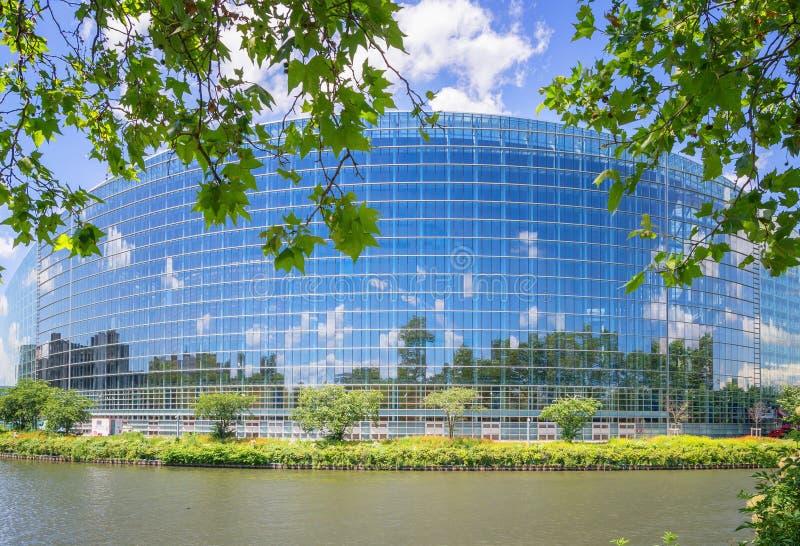Sonnige Sommertage im Europäischen Parlament stockfotos