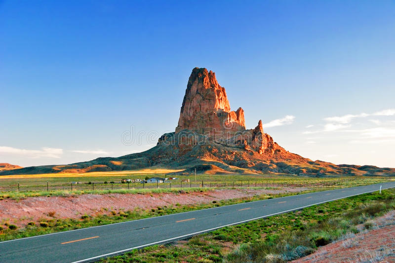 Sonniger Abend im Denkmal-Tal. Arizona. stockfoto