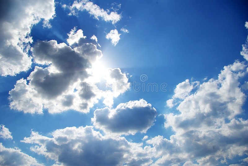 Sonniger Himmel lizenzfreies stockbild