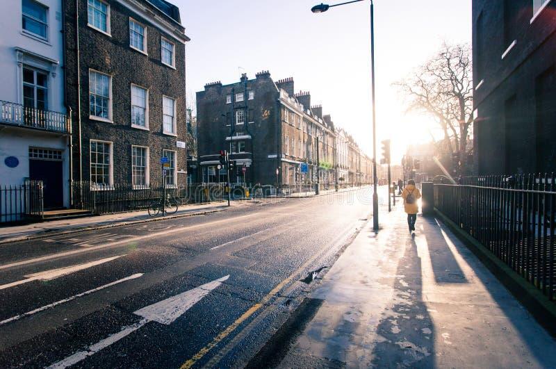 Sonniger Morgen auf den Straßen von altem London stockfoto