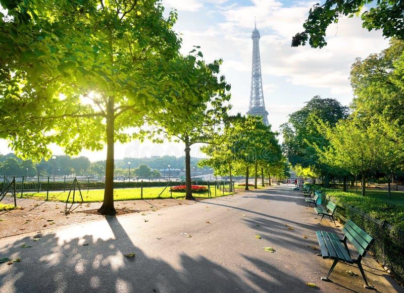 Sonniger Morgen in Paris stockbild