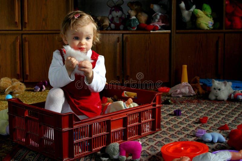 Sonniger Raum des Kindes stockfoto