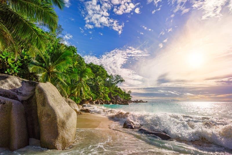 Sonniger Tag auf Paradiesstrand anse Georgette, praslin Seychellen 18 lizenzfreie stockfotografie
