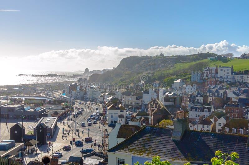Sonniger Tag in der Stadt von Hastings in Ost-Sussex, England stockfotografie