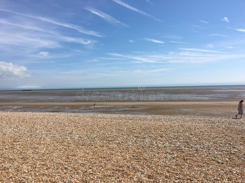 Sonniger Tag des Strandes stockfotos