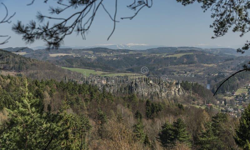 Sonniger Tag Mala Skala-Dorfs im Frühjahr stockbild